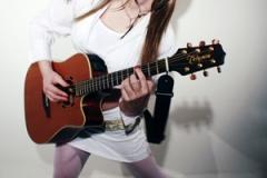 playingguitar_web
